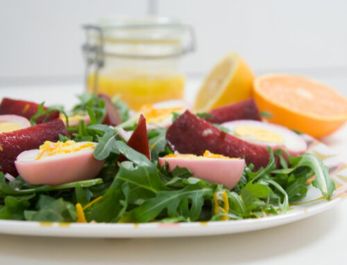 Bietensalade met roze eieren